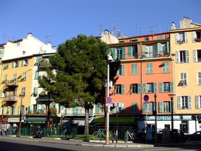La Rue Bonaparte et la Place du Pin