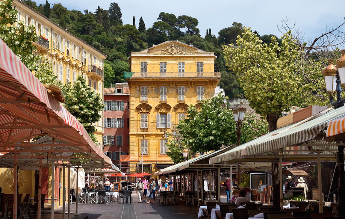 Le Cours Saleya de Nice et sa place du marché
