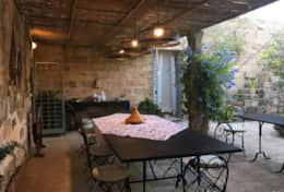 Le More - shaded dining area in the enclosed garden - Spongano - Salento