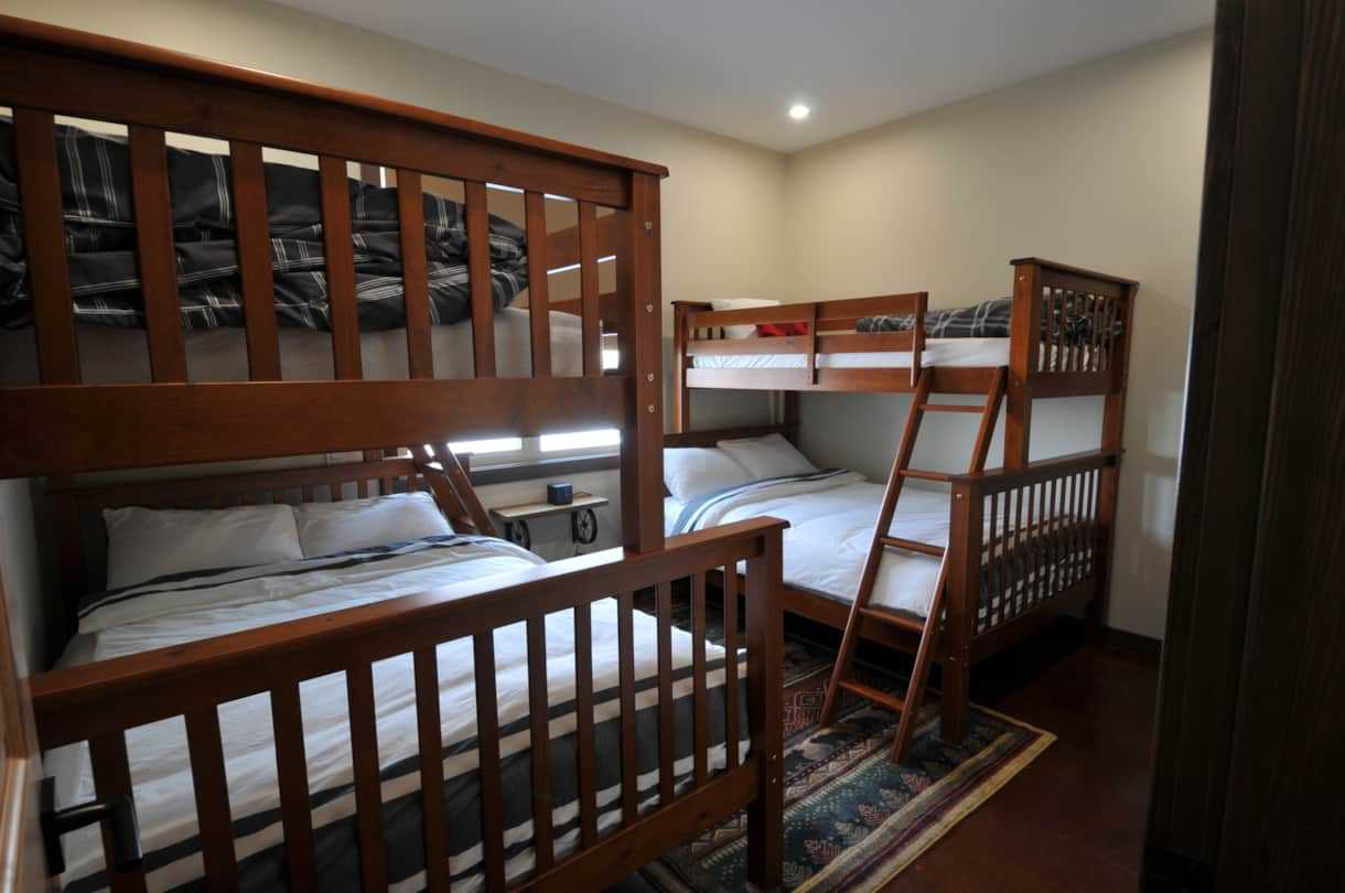 Cariboo room with two double beds with twin on top