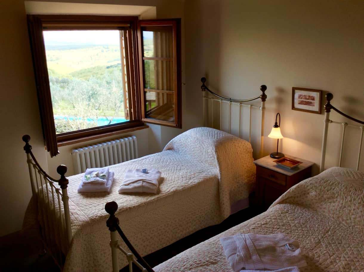 Twin Bedroom with view to pool and the Appenines