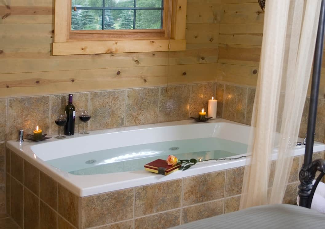 Jacuzzi in room at Pine Grove Park Bed and Breakfast in Reedsburg, Wisconsin