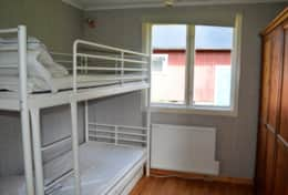 K43 Stewart Cottage - Bedroom with bunkbeds and a large wardrobe