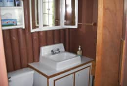 Thenell's Cottage Bathroom