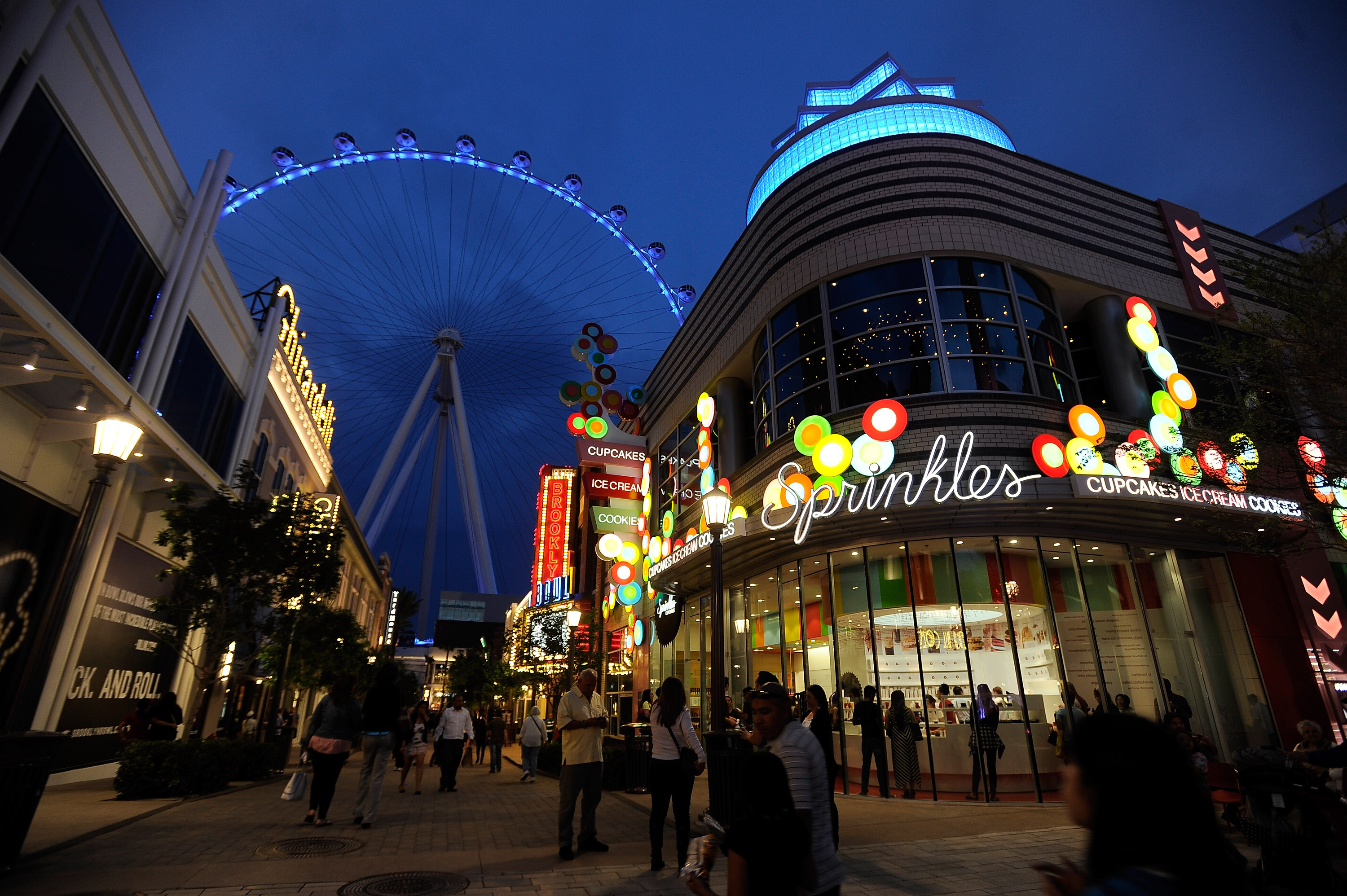 Linq Promenade and Linq High Roller