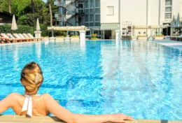 Immerse yourself in the beautiful swimming pool of the Hotel Greif 5 stars 3 km away.