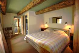 Spacious en-suite master bedroom (Bedroom No 1).