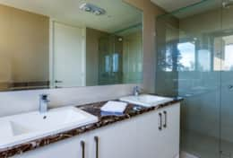 The Sandcastle - Spacious Master Ensuite - Good House Holiday Rentals