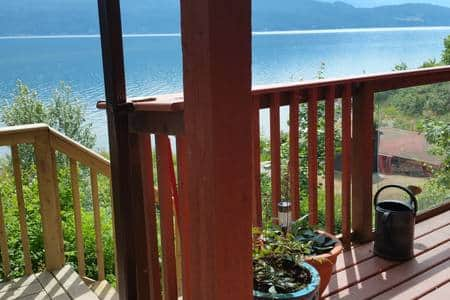 stairs to beach from kootenai suite