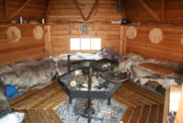 K46 Wallace Cottage – Guests have access to SWESCOT Barbecue Hut with real reindeer skins