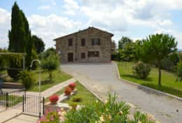 Small scale Agriturismo in the hills between Fabro and Allerona