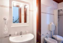 double room 7 bathroom