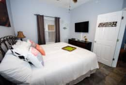 gulf-shores-beach-vacation-condo-rental-bedroom