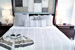 Comfortable Beds with Luxury Linens