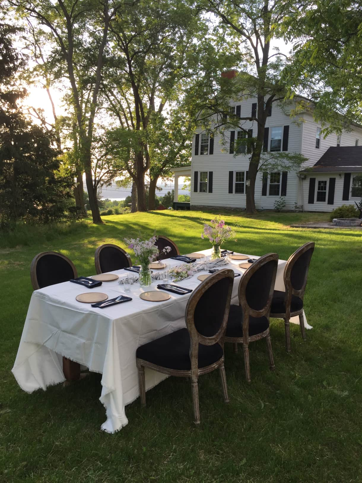 Dining alfresco at the Farm