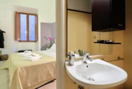 15-baullari-ensuite-bathroom-double-bedroom