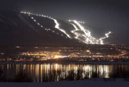 chateau-mont-sainte-anne-mont-sainte-anne-en-soiree