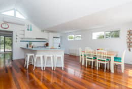 Stroll To The Sea - Spacious Kitchen + Breakfast Bar - Good House Holiday Rentals