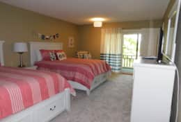 Lower Left Bedroom- 2 Queen Beds