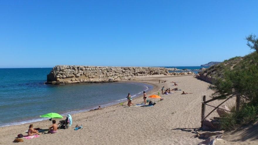 playa-muelle-griego-empuries-villas-coll