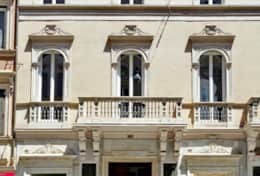 Our elegant building in Via del Corso