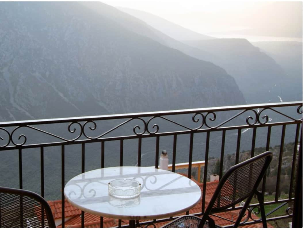 hotel-varonos-delphi-two-bedroom-apartment-sea-view