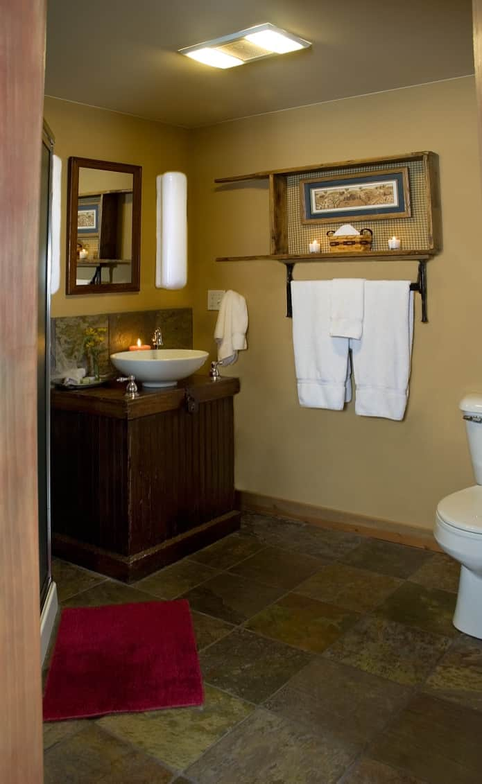 Clean bathrooms at Pine Grove Park Bed and Breakfast Guest House