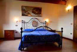 luxuryvacationvillaumbriatuscanyborder-bedroomfirstfloor1